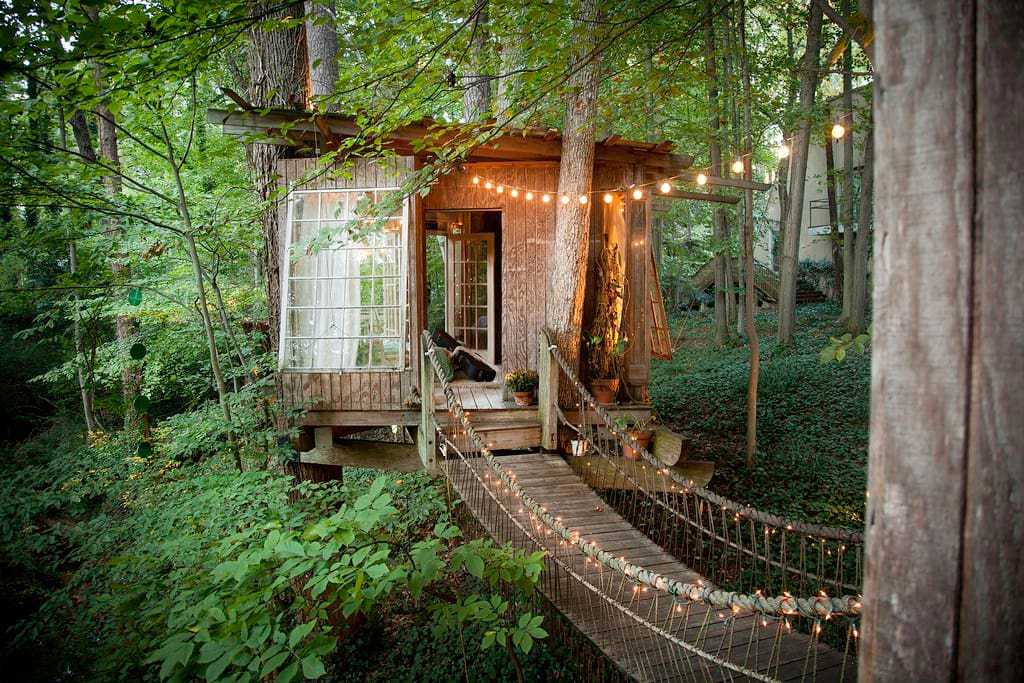 You NEED To Stay In This Airbnb Treehouse